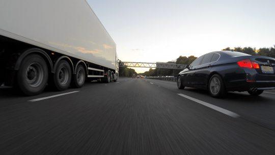 Hoe wordt het vrachtwagen examen afgenomen?